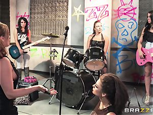 Mean rock bitches Bonnie Rotten and Tory Lane