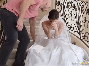 Jenni Lee pounding her wedding photographer