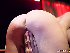 trampy whore wants hardcore in a unclothe bar