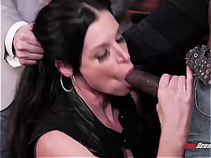 super-steamy wifey India Summer orgasming on a dark-hued salami