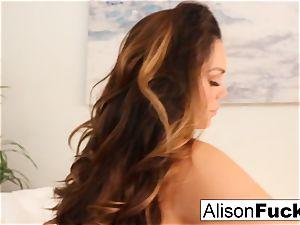 Alison Tyler fumbles her vulva