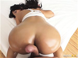 big backside Rose Monroe oiled up and analled