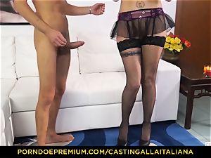 casting ALLA ITALIANA - Blue-eyed chick gets rump smashed