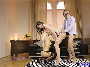 Glam cougar shares spear with clitpierced honey