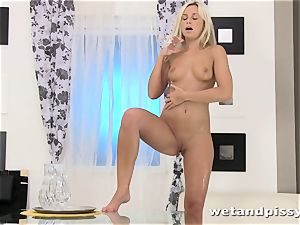 Dido angel packs her glass with piss