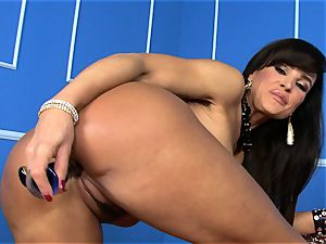 uber-sexy Lisa Ann catapults her fake penis deep in her humid poon