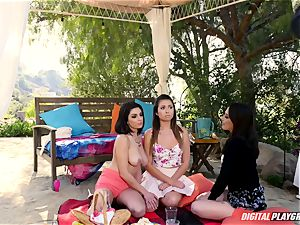 Rich minx Darcie Dolce seduces her uber-cute mate Jenna Sativa and Melissa Moore outdoors