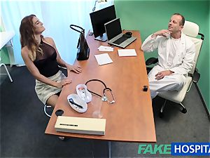 FakeHospital doc smashes minx in job interview