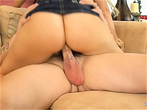 Devon Lee love buffing the cock with pierce