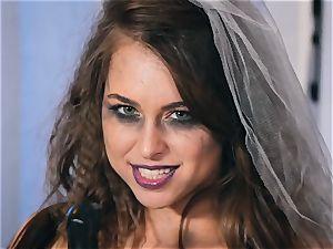 Spooky poon frolicking Riley Reid