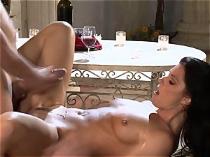 India Summers India Summers is enjoying the giant cock pleasuring her warm muff har