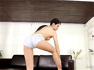 black-haired ultra-cutie lady Dee plays with her ultra-cute rosy vag