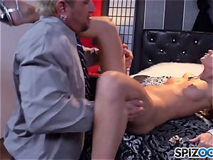Jessa Rhodes succulent taut cooter is torn up by a large salami