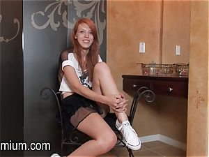 Pepper Kester demonstrates her body at an interview
