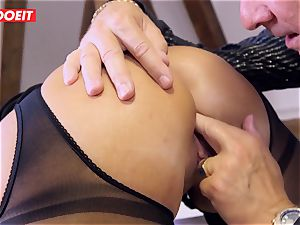 German secretary twerks Her booty On Her manager Desk