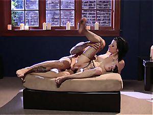 nasty babe Veruca James gets her fishnet and vagina torn