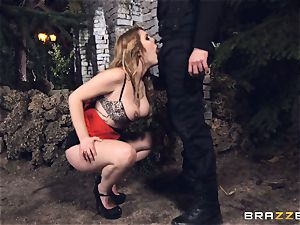 super-fucking-hot escort Hanna Montada deep-throats and nails a muddy cop