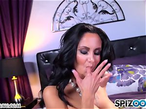 gigantic hooter milf Ava Addams milking her cooch and blows a load